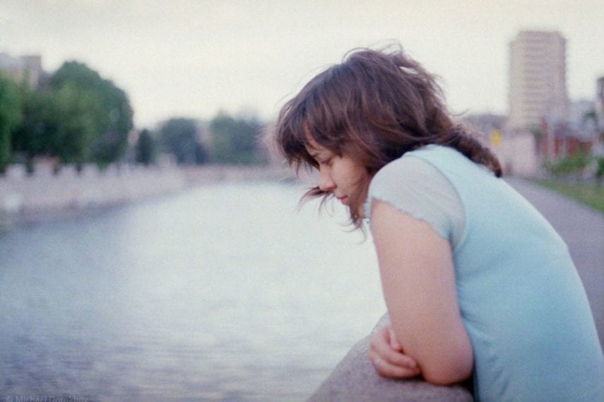 Grown Daughters of Avoidant Mothers: How to Break the Cycle