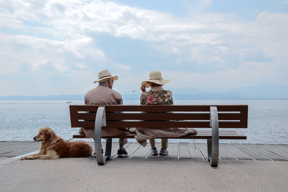 how to help someone with complicated bereavement